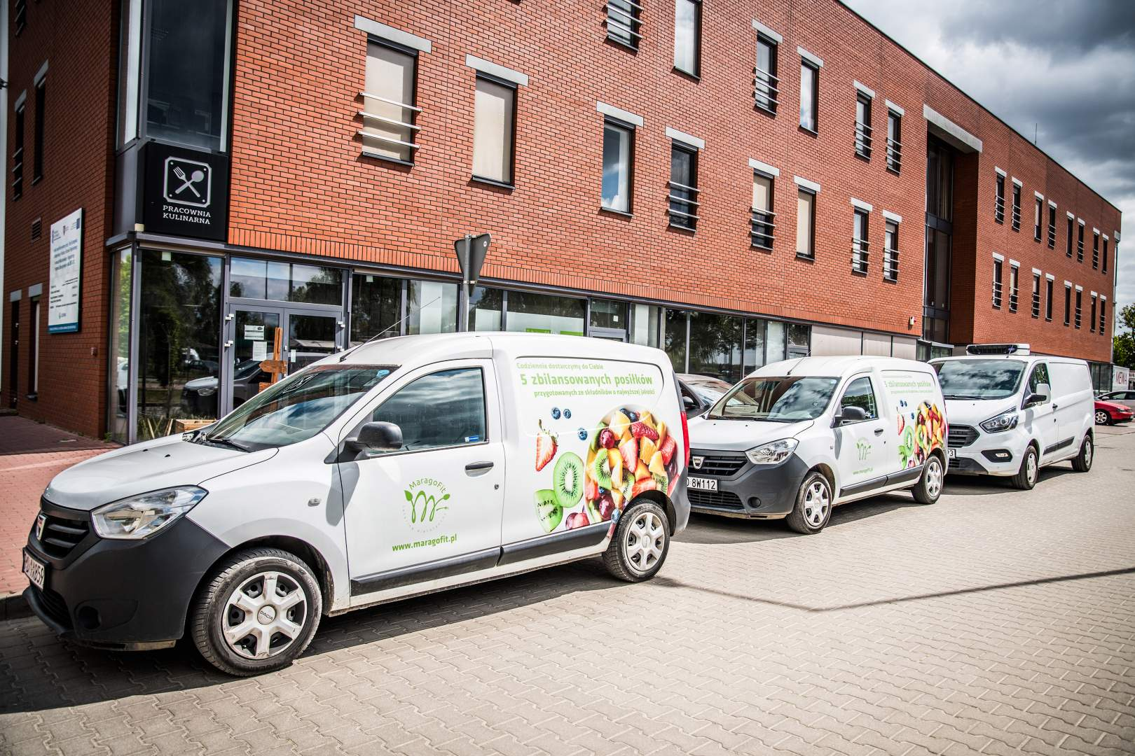 Flota pojazdów dostarczających dietę pudełkową i catering dietetyczny Marago Fit do Twojego domu